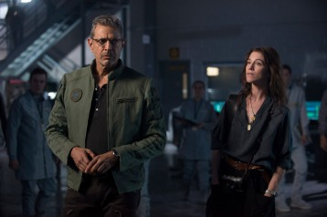 Dr. Catherine Marceaux (Charlotte Gainsbourg) og David Levinson (Jeff Goldblum). Photo Credit: Claudette Barius.